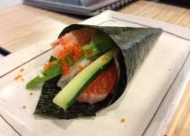 Salmon-Tobiki Handroll